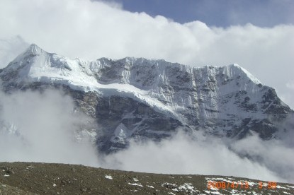 Makalu Trek crossing Sherpani Col Pass